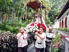 Las damas del Hogar Canario de Venezuela sacaron en procesión la imagen de la Virgen de La Candelaria.