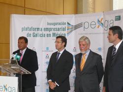 Javier Guerra, conselleiro de Economía e Industria, junto al presidente Alberto Núñez Feijóo,  en la presentación de la Plataforma Empresarial de Galicia en México.