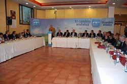 Arenas en una reunión con senadores en Úbeda.