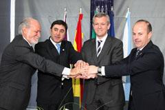 Alfonso Rueda presidió la firma del protocolo con los alcaldes.