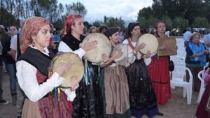 Actuación del grupo de música tradicional del Centro Asturiano.