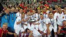 Los jugadores de la Selección celebran el triunfo en el Campeonato de Europa.