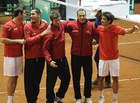 El equipo español celebró la victoria.