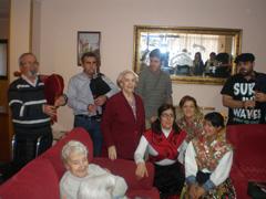 Visita a una de las residencias de Madrid en la que viven zamoranos.