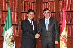 Antonio Pardo y Eduardo Rivera Pérez firmaron el protocolo de hermanamiento.