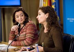 Mar Moreno, consejera de Presidencia, y María Jesús Montero, titular de Salud.