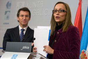 El presidente de la Xunta, Alberto Núñez Feijóo, y la conselleira de Facenda, Elena Muñoz.