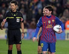 Messi se llevó el balón tras haber marcado cuatro goles.