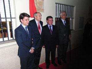 José Colinas junto a las autoridades burgalesas.