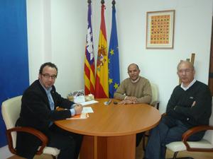 Gómez Gordiola con los representantes saharauis.