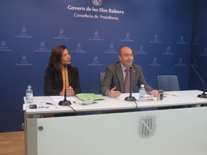 La directora general Carme Lliteras y el conseller Antonio Gómez.