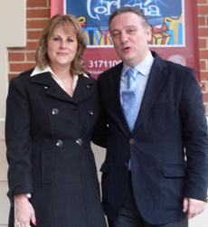 Alfredo Prada y la presidenta del PP de Colombia, Carmen Diago.