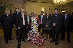 Las autoridades valencianas con los emigrantes andaluces.