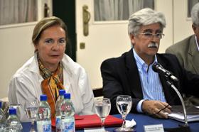 La embajadora Aurora Díaz Rato y el presidente del Hogar, Julio Ríos, dejarán sus cargos próximamente.