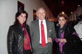 Janeth Velez, canciller de la Universidad del Rosario, Miguel Basterra y Silvia Márquez, agregada de Cultura de la Embajada de México en el acto de apertura.