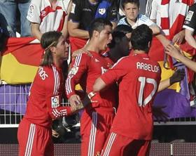 Cristiano Ronaldo celebra su gol de tacón que le dio la victoria al Real Madrid..