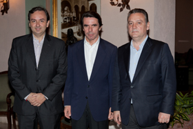 El secretario general del PP en Estados Unidos, Juan José Núñez, José María Aznar y Alfredo Prada.