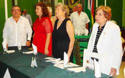 Pedro Martínez de Goicoechea, la profesora Cármen Almodóvar (centro) y Blanca María Fernández.