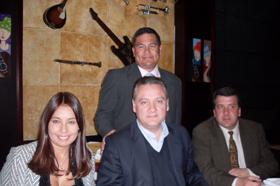 Alfredo Prada con componentes de la directiva del PP en Colombia.