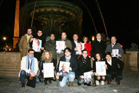 Alfredo Prada con los afiliados y simpatizantes del PP en París.