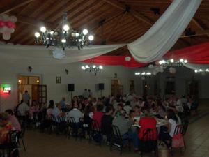 Los isleños compartieron una cena.