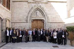 Foto de grupo con los alcaldes y concejales de inmigración.