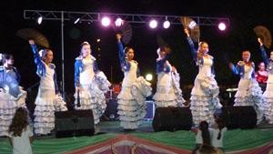 El ballet de la Asociación Española durante su actuación.