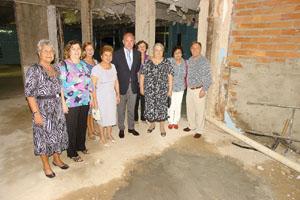 Santiago Camba con las autoridades de la Sociedade de Recreiro dos Anciaos de Río de Janeiro.