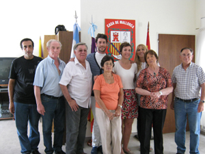 Rubén Batalla y los socios de la Casa de Mallorca.