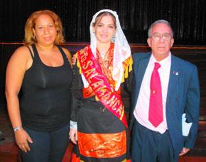 Lizbeth Apresas Vicente, Señorita Salamanca 2012, recibió la Banda de manos de Héctor Domínguez.