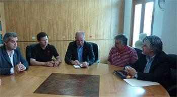 Santiago Camba, en el centro, se reunió con directivos de las entidades gallegas en Chile.