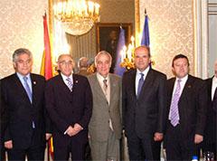 El ministro Manuel Chaves con los directivos de la Confederación.