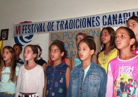 Los pequeños del coro infantil.