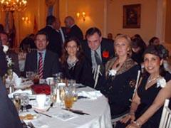 Mabel Manglano junto a los socios de la Spanish American Cultural Club en la cena 75º aniversario.