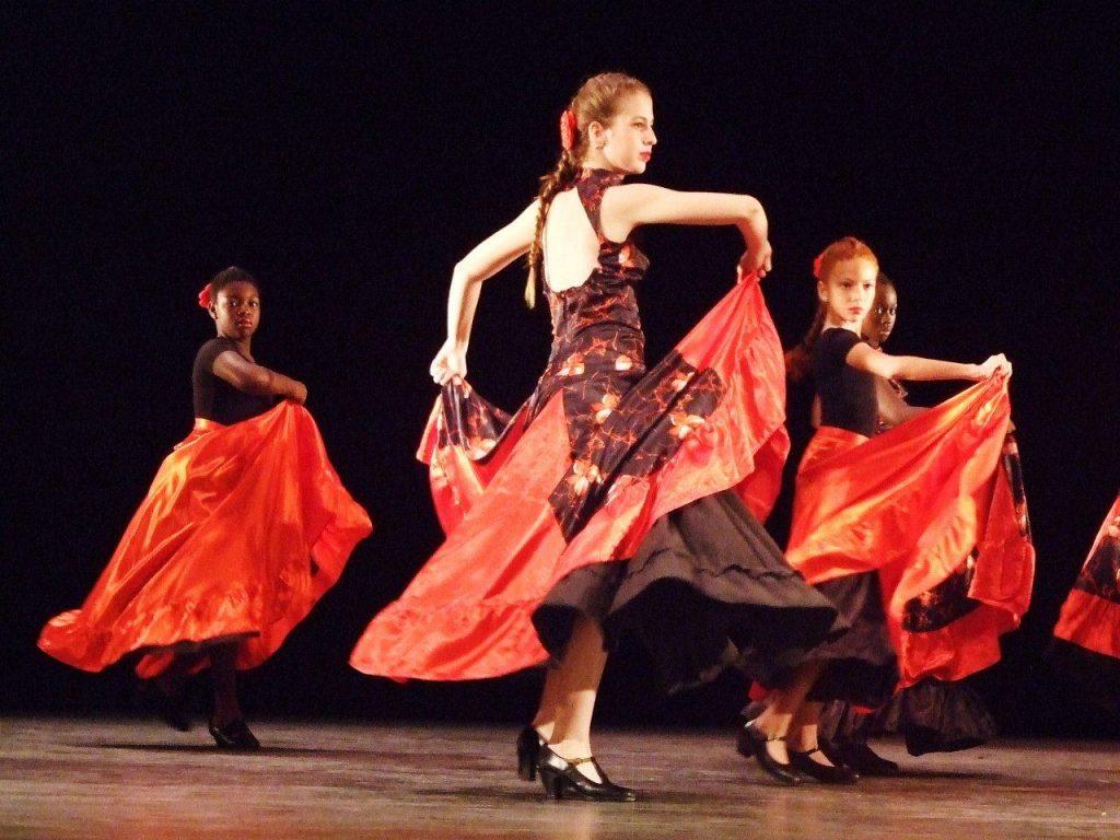 Actuación del grupo de la Colonia Leonesa.