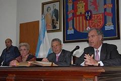 Elma Espisua, presidente del Hospital, el embajador Rafael Estrella y Guillermo Ambroggi, de la CECRA.