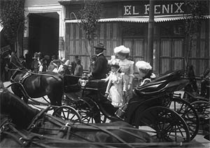 La muestra recoge imágenes del México cosmopolita de los primeros años del siglo XX.