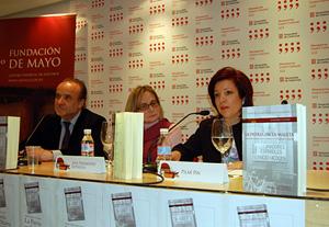 La directora general de la Ciudadanía Española en el Exterior, Pilar Pin, y a su derecha Ana Fernández Asperilla, autora del libro.