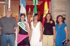 Juvenal Soto con la reina del Centro, Leticia Rossi, Maria Rosa Martínez y María Ramos.