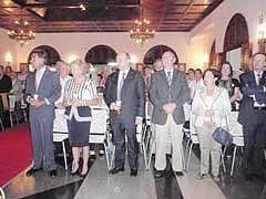 Autoridades asistentes a la misa en el Hogar Canario de Caracas.