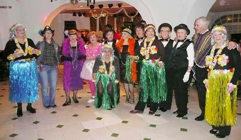 Participantes en el concurso de disfraces.