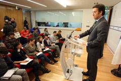 El presidente de la Xunta presenta el Plan del Litoral a los medios de comunicación.