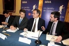 Varela, en el centro, en la presentación del acuerdo con el BBVA.