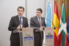 Feijóo y López comparecen ante la prensa tras su reunión en Bilbao.