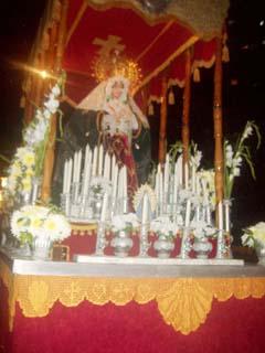Paso con la imagen de la Virgen de la Macarena.