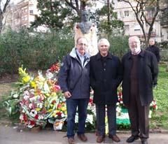 La delegación de la Casa de Baza en la ofrenda floral a Blas Infante.