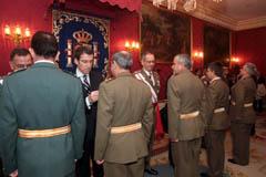 Feijóo participa en la imposición de medallas durante la Pascua Militar.