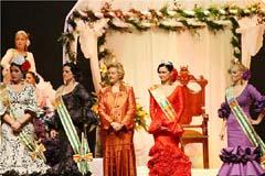 La reina con sus damas.