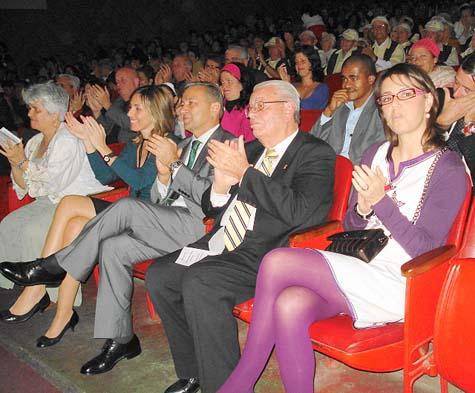 Candelaria Gutiérrez, Elsa Casas, Paulino Rivero, Carmelo González y Carolina Déniz, en el encuentro con la colectividad canaria en La Habana.