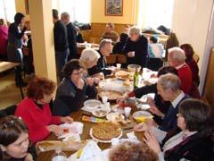 Comida de hermandad durante el Día del Migrante en Tarbes.